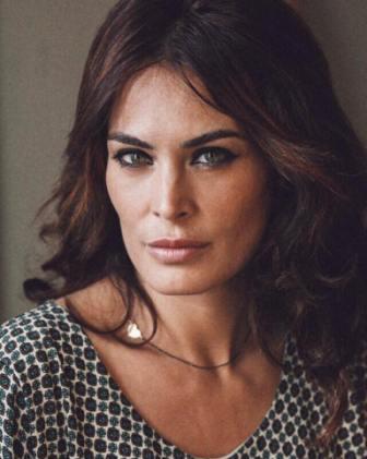 Adele Perna: fascino da diva, talento e tanta gavetta