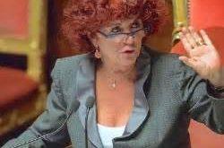 Italo Svevo 'analizza' il ministro dell'istruzione Valeria Fedeli dopo che è stata colpita in Parlamento