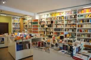 A Natale si legge: a Napoli 500 libri donati in strada