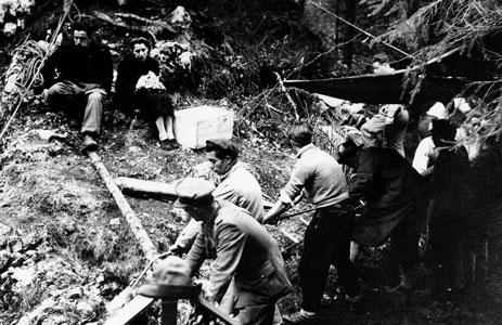 Foibe: tredici anni fa, la prima celebrazione del 'Giorno del Ricordo', in memoria di quasi ventimila italiani torturati e assassinati