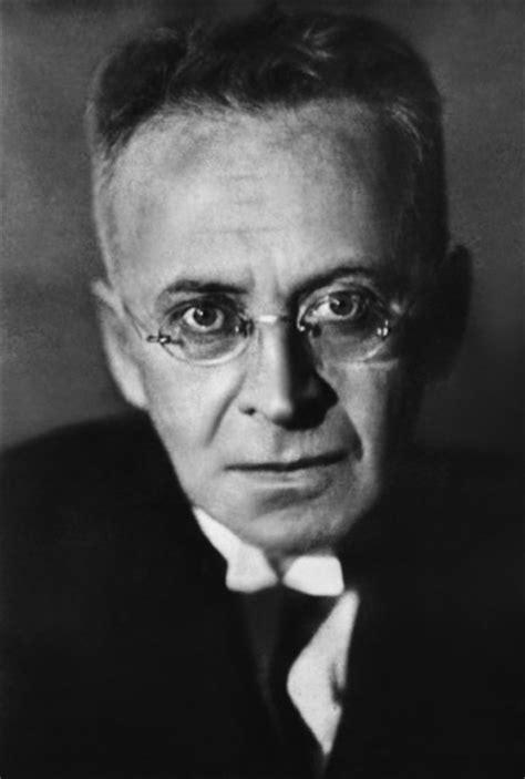Karl Kraus, aforista ironico e tagliente che non ha lesinato critiche alla società, ai politici e ai mass media del suo tempo