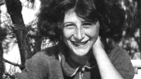 Simone Weil, tra i più grandi filosofi del Novecento, fuori da un qualsivoglia sistema entro cui ripararsi, rigorosa cercatrice di Verità anche a scapito della Vita