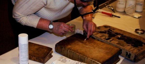 Gli artigiani del libro: il Laboratorio di Restauro Alberto Guarino di Napoli che non deve chiudere